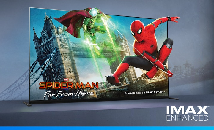 Изображение на филма SpiderMan: Far from Home на екран BRAVIA с лого на IMAX ENHANCED